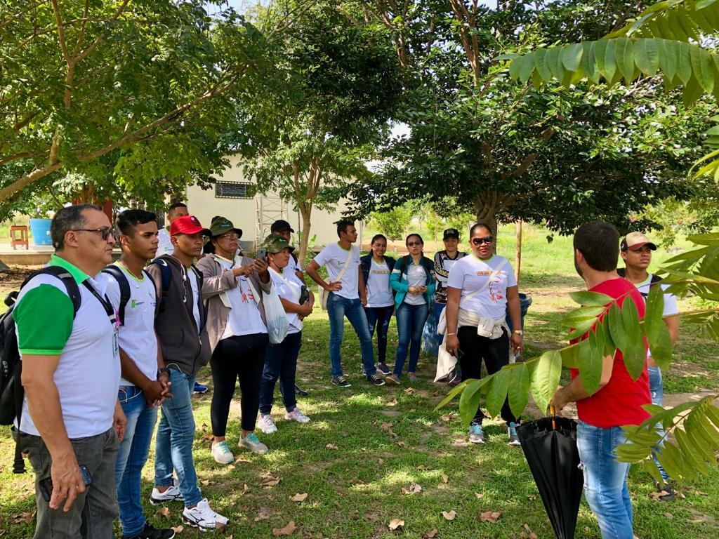 Alunos do curso Agricultor Familiar do CAB fazem visita técnica à EAgro