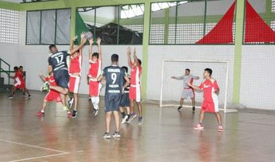 Equipes do CAM e CNP disputam a primeira partida de handebol