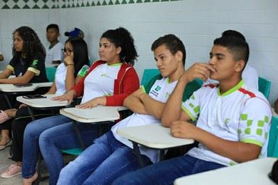 Projeto Fala Sério: alunos do CAM recebem informações