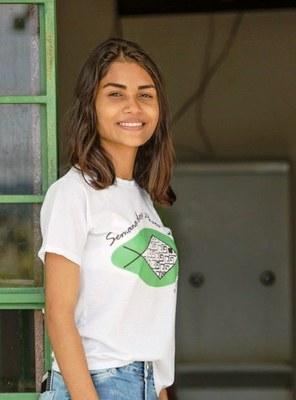 Izabella Felix usa sua experiência na comercialização de bolo de pote para projeto de extensão