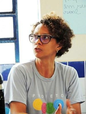 Professora Luciana Barros que orienta o projeto Jovem Empreendedor