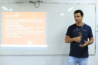 Rafael Régis, enfermeiro do CAM, orienta o projeto pelo segundo ano