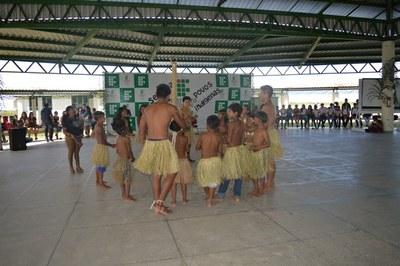 Indígenas da comunidade Mangueira ensinam o tipiti