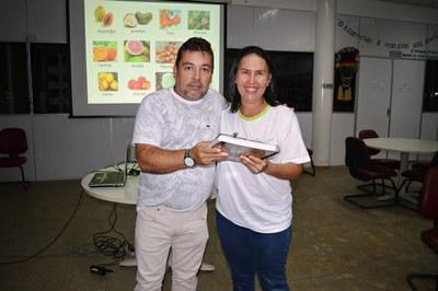 Professor Vilson e a aluna Maria Auxiliadora