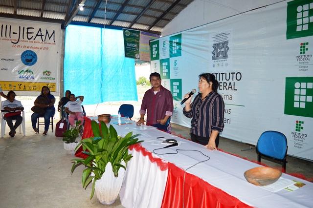 Advogada indígena Joênia Batista realiza palestra para participantes do curso