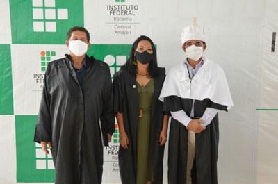 A diretora Pierlangela Cunha entre o ex-diretor Sterfson Barros e o pró-reitor de Desenv. Silvaldo Silva