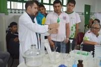 Alunos do curso superior têm primeira aula prática em laboratório