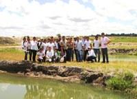 Estudantes visitam fazenda de criação de peixe Pirarucu no Cantá